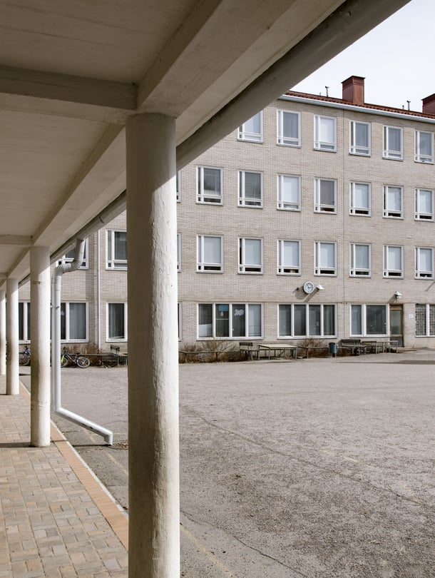 """Muun muassa Lauttasaaren ala-asteen koulusta Helsingistä on löytynyt hometta. Opetus kuitenkin jatkuu koulussa vielä toistaiseksi. Kuva: <span class=""""photographer"""">Mika Ranta</span>"""