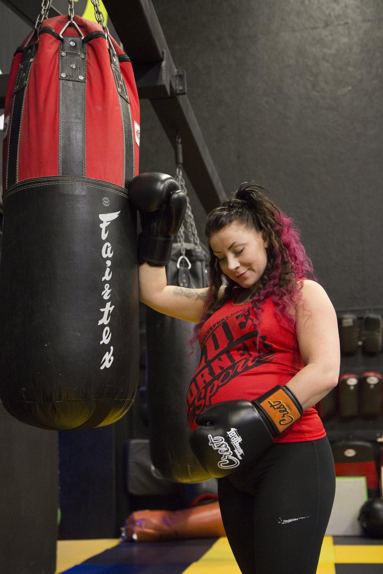 Raskausajan Emma urheilee kevyesti, mutta tähtää kyllä nyrkkeilyn SM-kisoihin ensi keväänä.