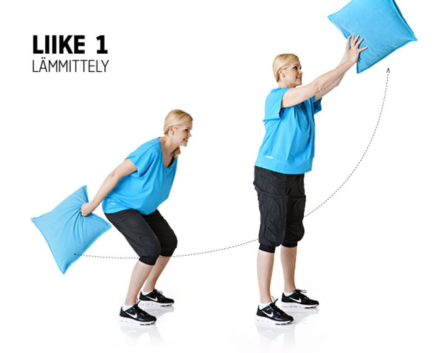 Liike: Seiso perusasennossa, jalat lantion leveydellä ja kädet vartalon sivulla, tyyny oikeassa kädessä.Heilauta tyyny eteen ylös polvia reippaasti joustaen ja vaihda tyyny ylhäällä vasempaan käteen. Tee sama heilahdus vasemmalla kädellä. Jatka näin 20–25 kertaa molemmin puolin, vaihtaen kättä vuorotellen.Muista: Tee heitot mahdollisimman rennosti ja koukista polvet joustoissa riittävästi.Vaikutusalueet: Koko keho
