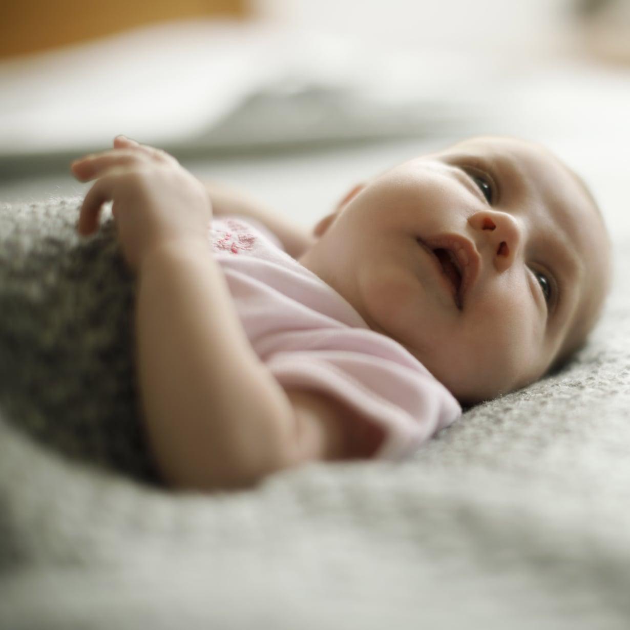 Kuulolla. Pieni vauva ei vielä näe kauas mutta kuulee tarkasti. Kuva: iStockphoto