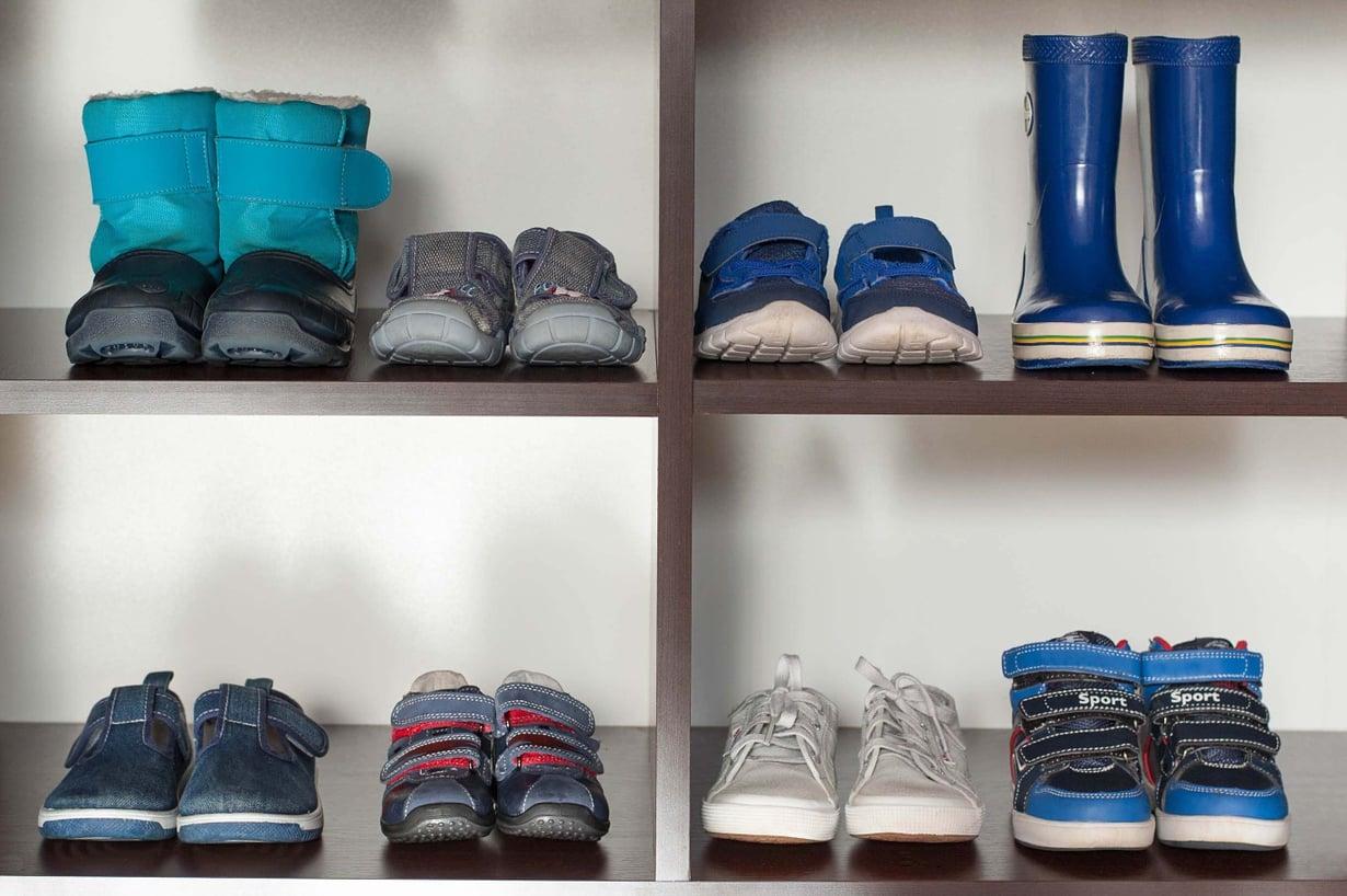 Montako kenkäparia eteisessä? Kuva: iStockphoto