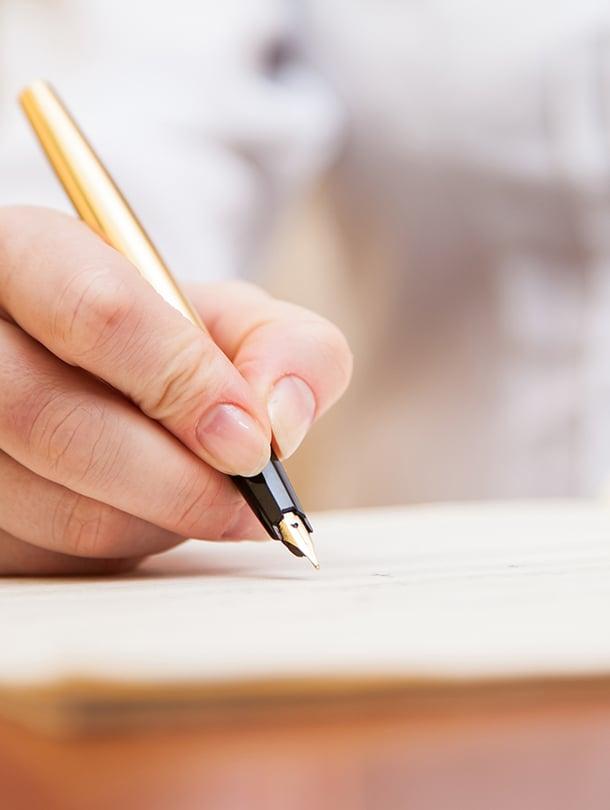 voimaannuttava kirjoittaminen ja kirjallisuusterapia apuna muutoksessa