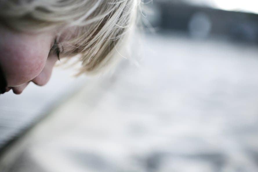 """Myös päiväkodissa lapsella pitäisi olla lämpöinen syli ja oma turvapaikka. Kuva: <span class=""""photographer"""">Terhi-Anneli Bech</span>"""