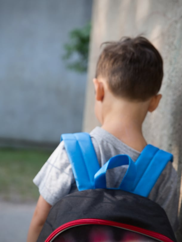 Lapselle sanotaan herkästi, että menet vaan reipaasti muiden mukaan. Se ei auta.