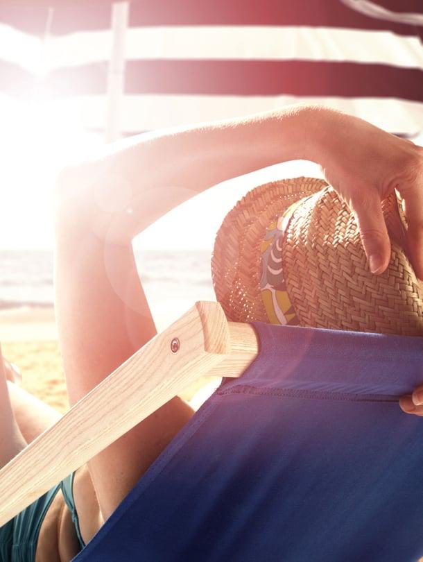 Suojautuminen on tärkeää, sillä suurin osa ihosyövistä ilmaantuu auringon ultraviolettisäteilyn vahingoittamalle iho.lle.
