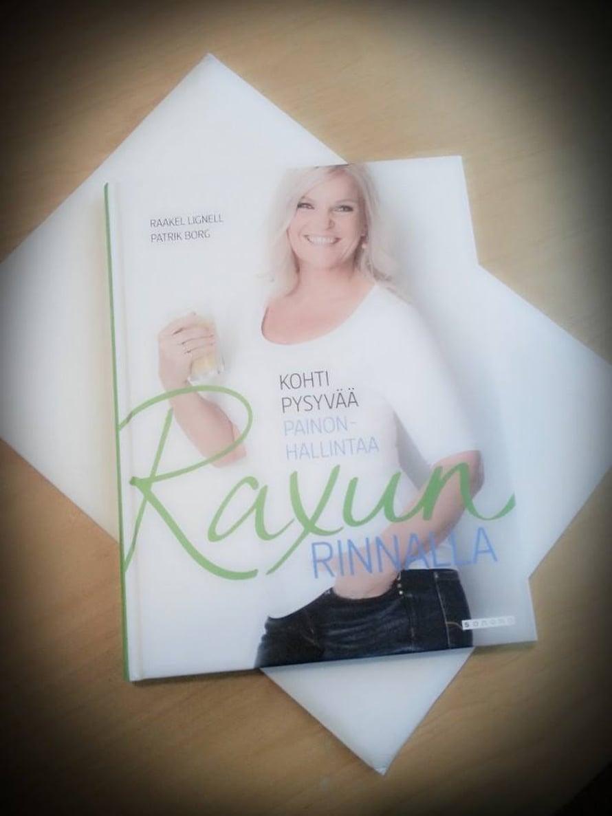 Raxun rinnalla-kirja, lukijan kuva