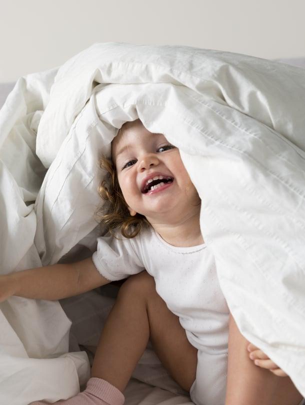 """Tuttu tilanne? Leikki kiinnostaa, nukkuminen ei. Kuva: <span class=""""photographer"""">iStockphoto</span>"""