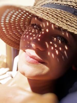Aurinkoihottuma lievenee kesän mittaan, kun iho tottuu auringon säteilyyn.