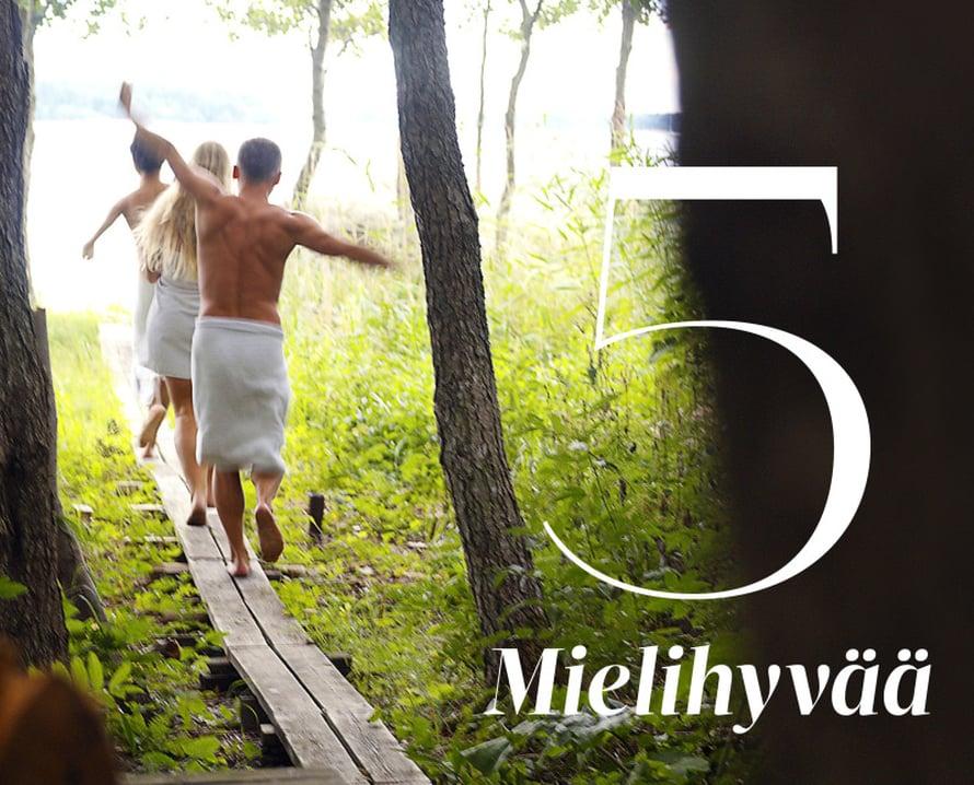 Tärkein saunan vaikutus liittyy mielihyvään. Saunominen vaikuttaa aivokemiaan ja pistää endorfiinit ja mielihyvähormoni oksitosiinin liikkeelle. Löylyjen lämmössä istuskelu rauhoittaa ja rentouttaa. Stressi väistyy ja intiimiys vapauttaa: saunassa kaikenmalliset ja -muotoiset kehot ovat hyviä, alastomalta ei kukaan kysele titteliä. Suomalaisille sauna edustaa myös rakasta ja arvokasta perinnettä ja tapakulttuurin muotoa, johon liitetään lukuisia hyviä muistoja ja kokemuksia. Saunaan mennään usein vapaa-ajalla mukavassa, entuudestaan tutussa porukassa ja hoidetaan sosiaalisia suhteita. Välillä virkistytään terassilla tai pulahdetaan mökkijärveen, löylyjen jälkeen nautitaan raikasta juomaa.