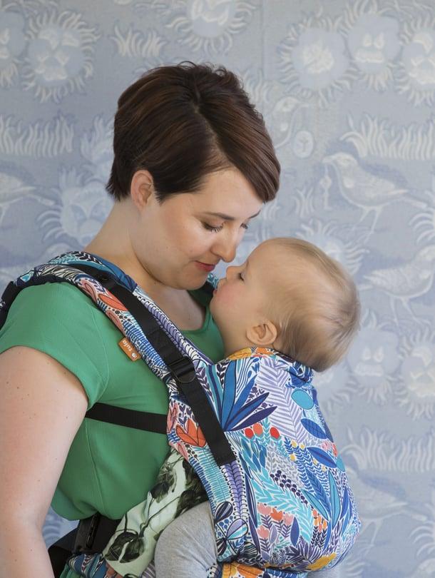 """Marjut Ollilan kuopuksen vauvavuosi oli vaikea, sillä poika viihtyi ainoastaan sylissä ja pystyasennossa ja nukkui vain pienissä pätkissä. Kuva: <span class=""""photographer"""">Suvi Elo</span>"""