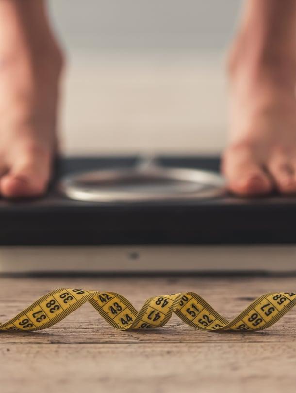 """Syömishäiriöt ovat tytöillä tavallisempia. Pojilla pakonomainen tarve kontrolloida kehoa voi näkyä esimerkiksi liian tiheinä punttisalitreeneinä. Kuva: <span class=""""photographer"""">iStockphoto</span>"""