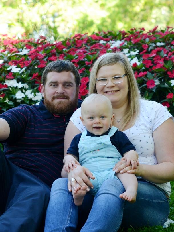 """Suomalainen Larissa asuu perheensä kanssa Ranskan Yonnessa. Elias-poika on kuvassa kymmenen kuukauden ikäinen ja käynyt yli puoli vuotta perhepäivähoitajalla. Kuva: <span class=""""photographer"""">Larissan kotialbumi</span>"""
