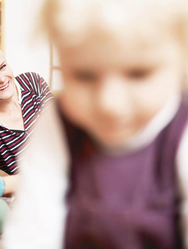 """Kahlil Gibranin lause  """"lapset ovat tulleet sinun kauttasi, mutta eivät  sinusta"""" on Heinille tärkeä. """"On vaarallinen harha pitää lasta miniminänä. Lapsi  on minusta erillinen  ihminen"""", Heini sanoo. Kuva: <span class=""""photographer"""">Heli Blåfield</span>"""
