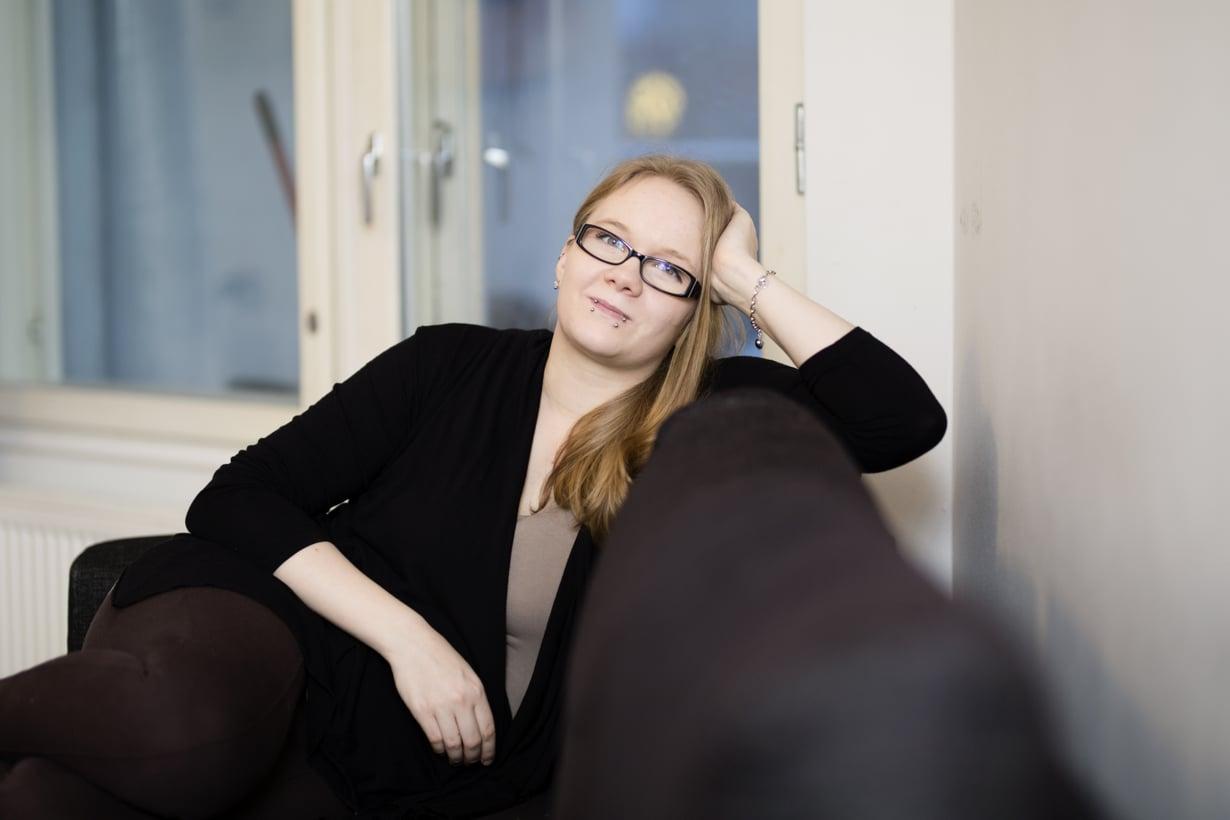 Melissa on tarkka 2- ja 3-vuotiaiden tyttäriensä tyylistä eikä esimerkiksi halua vaatteita lahjaksi. Kuva: Heli Blåfield