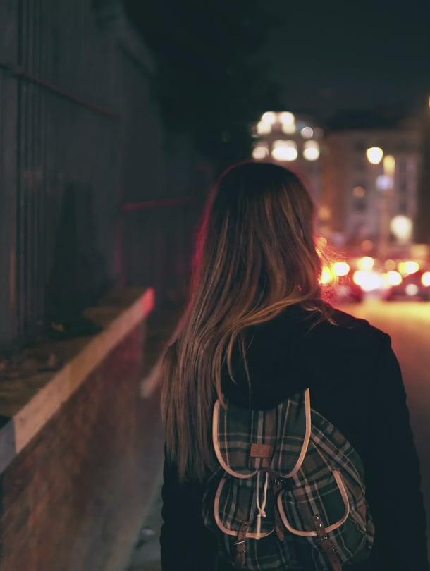 Jos nuori jää yksin ilman aikuisen tukea, hän löytää tuen ystäväpiiristään. Sieltä saadut neuvot eivät aina ole niitä parhaita.