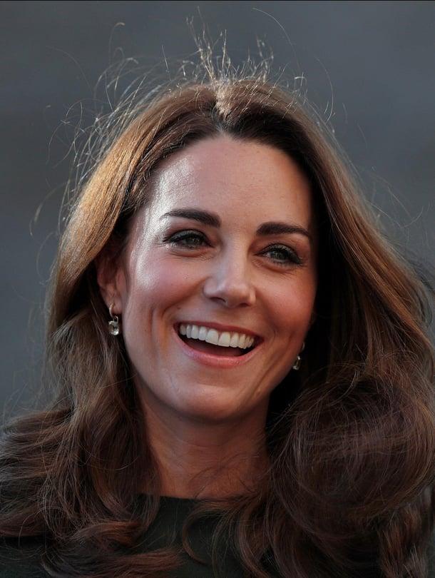 """Kate vieraili tällä viikolla perheitä auttavan vapaaehtoisjärjestö Family Actionin vieraana Lontoossa. Vierailun aikana Kate kertoi järjestön vapaaehtoisille, millaisia tunteita äitiys on hänessä herättänyt. Kuva: <span class=""""photographer"""">MVPhotos</span>"""