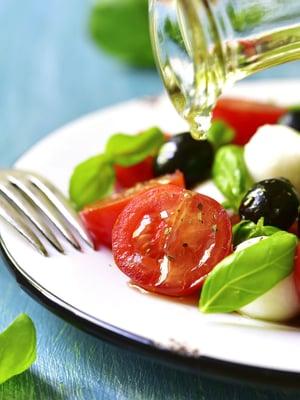 Ruokavalioita yhdistää runsas kasvisten, hedelmien, marjojen, kuidun, kaliumin, vitamiinien ja hivenaineiden saanti.