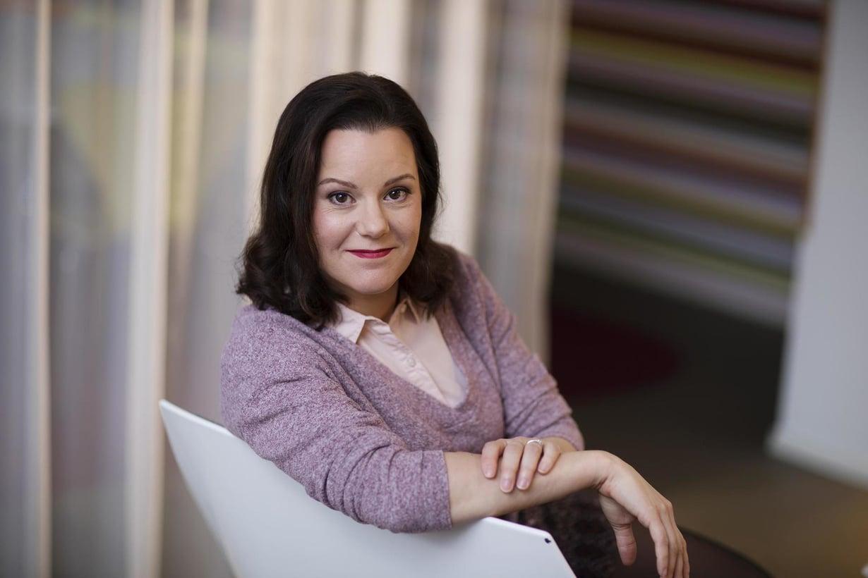 Janna Rantala neuvoo puhumaan suoremmin siitä, mitä lahjat ja tavarat merkitsevät.
