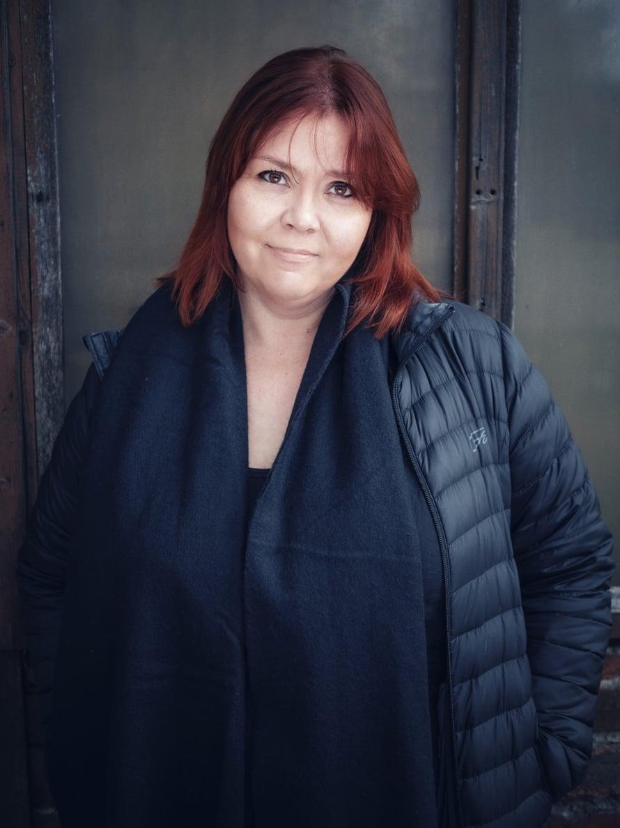 """Kirjeitä tuntemattomalle nuorelle -kirja syntyi, kun Anna-Maria Talvio pyysi elämää kokeneita suomalaisia kirjoittamaan kirjeen tuntemattomalle nuorelle. Kuva: <span class=""""photographer"""">Toni Härkönen</span>"""