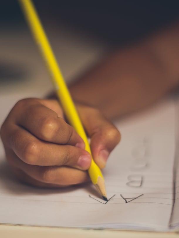 """Lomakkeita vai lapsia? Opettajan aika voi kulua aivan johonkin muuhun kuin oppilaiden huomioimiseen. Kuva: <span class=""""photographer"""">Shutterstock.</span>"""