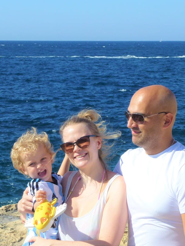 Anna, Federico ja heidän esikoispoikansa Alexis asuvat toistaiseksi Maltalla. Aikeissa kuitenkin on jakaa perheen arkea tulevaisuudessa enemmän vanhempien kotimaiden, Suomen ja Argentiinan välille.
