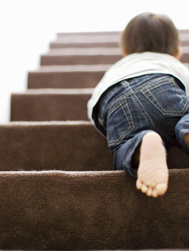 """Portaat ylöspäin sujuu usein hyvin vauvaltakin, mutta paluumatka vaatii apua. Kuva: <span class=""""photographer"""">iStock</span>"""