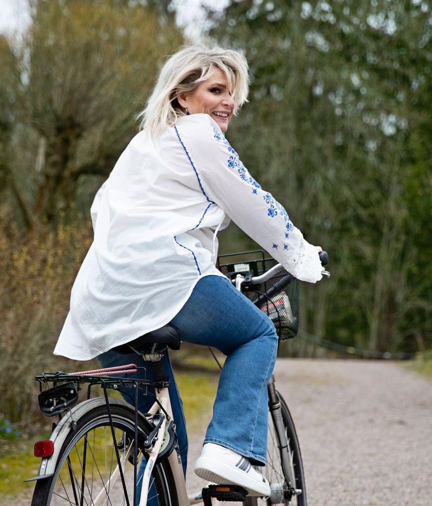 """Kuva: <span class=""""photographer"""">Anna Huovinen. Oikeilla pyörälenkeillä Pirkon päähän kuuluu kypärä.</span>"""