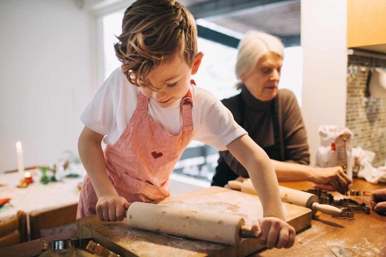 Olen erittäin kiitollinen, että mummo tykkää leipoa pojan kanssa, yksi kyselyyn vastanneista kertoo.